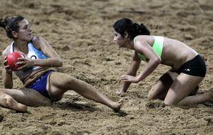 Top y braga: la norma que indigna a las jugadoras de balonmano playa