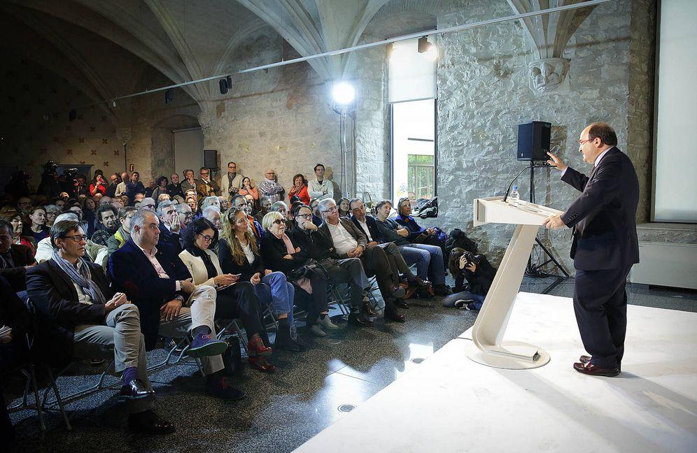 Foto: Miquel Iceta, en el acto de presentación de la plataforma de apoyo a su candidatura, con Rosa Maria Sardà en primera fila, este domingo en Barcelona. (Jordi Play | PSC)