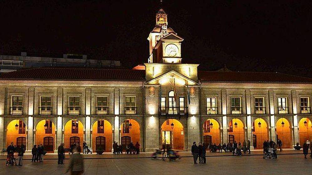 Foto: El Ayuntamiento de Avilés es consumidor directo de energía desde septiembre de 2014. (Gestoso/Wikimedia)