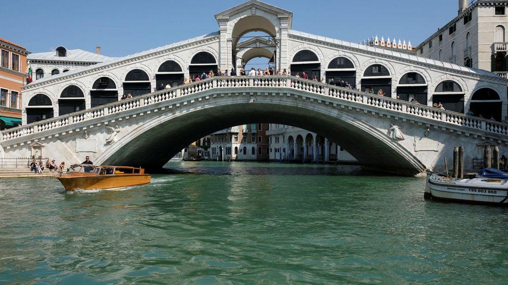 Foto: The rialto bridge is seen in venice