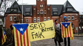 Puigdemont solo se junta con los separatistas kurdos en el patio de la cárcel