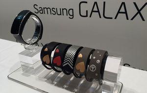 Auge de las pulseras inteligentes: probamos la Gear Fit de Samsung