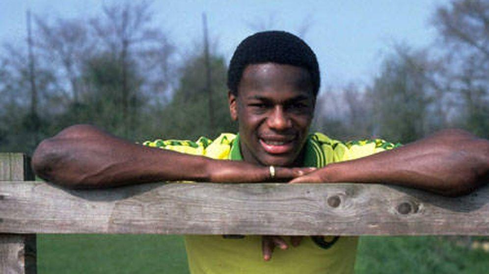 Foto: Justin Fashanu, primer jugador de la Liga inglesa que se declaró gay