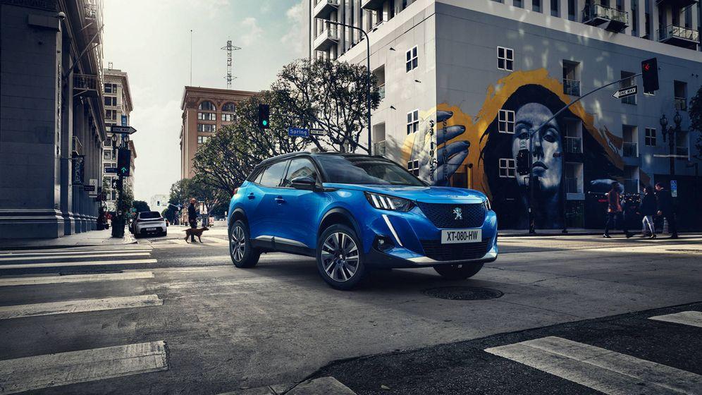 Foto: Nuevo Peugeot e-2008, un llamativo todocamino de enfoque urbano fabricado en Vigo.