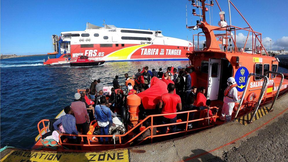 Foto: Inmigrantes rescatados en el Estrecho. (EFE)