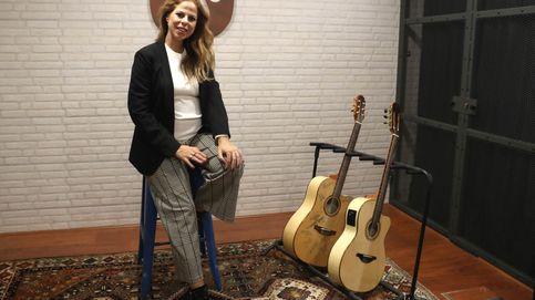 Pastora Soler se marca 'un Raphael' y reúne a 2.000 personas en Sevilla