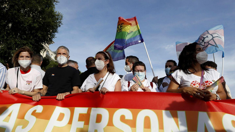 El ministro de Interior, Fernando Grande-Marlaska durante la marcha del Orgullo. (EFE)