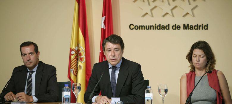 Foto: Salvador Victoria, Ignacio González y Lucía Figar. (EFE)