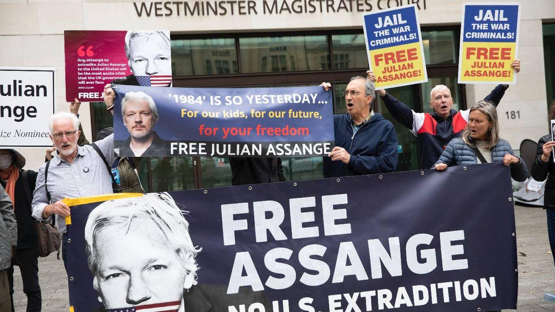 Manifestantes en Londres en contra de la extradición de Assange. (Getty)