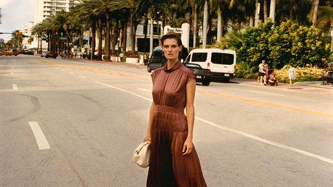 El vestido plisado y satinado que toda invitada desea está en Massimo Dutti