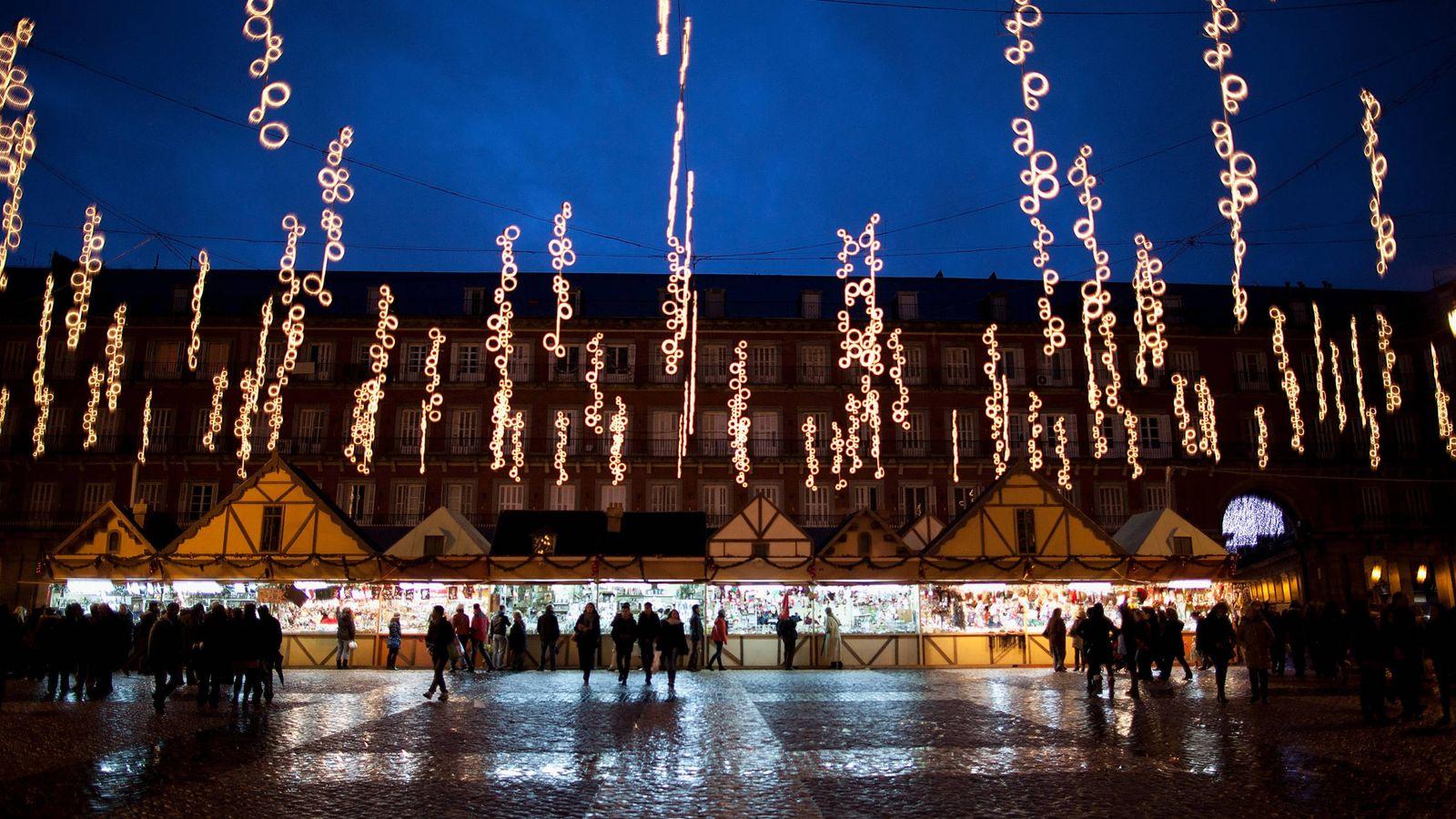 Foto: Mercado navideño en la Plaza Mayor de Madrid. (Getty)