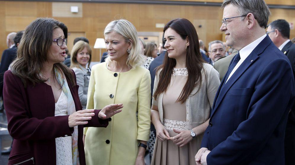 Foto: Ximo Puig con Mónica Oltra, Gabriela Bravo y Carmen Montón, integrantes de su Gobierno. (EFE)