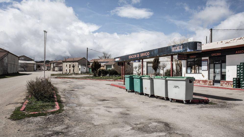 Foto: Estación de servicio abandonada en Ayoluengo de la Lora, Burgos. (D.B.)