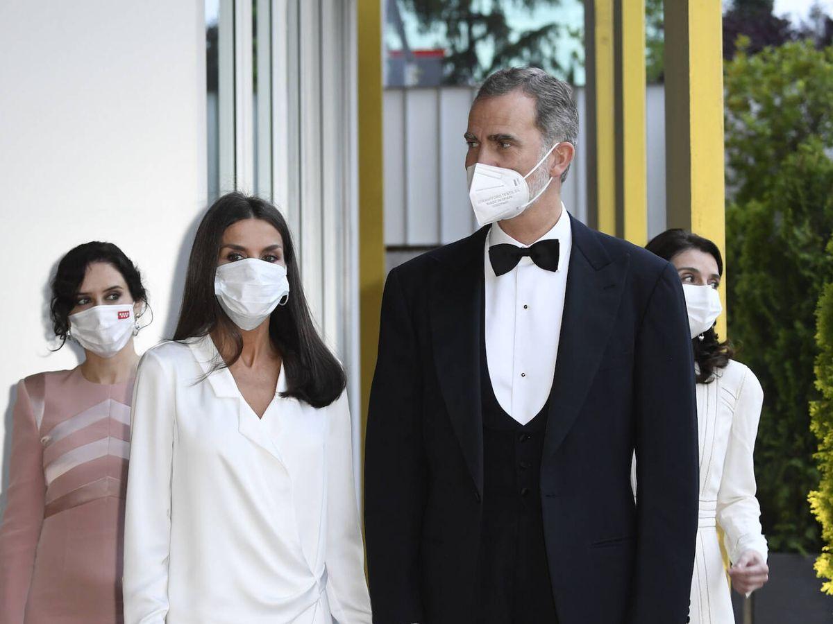 Foto: Los Reyes, a su llegada a la nueva sede de 'ABC'. (Limited Pictures)