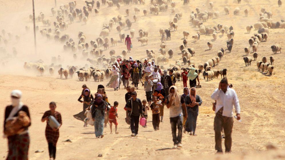 Foto: Yazidíes abandonan Sinjar, entonces en manos del Estado Islámico. (Reuters)