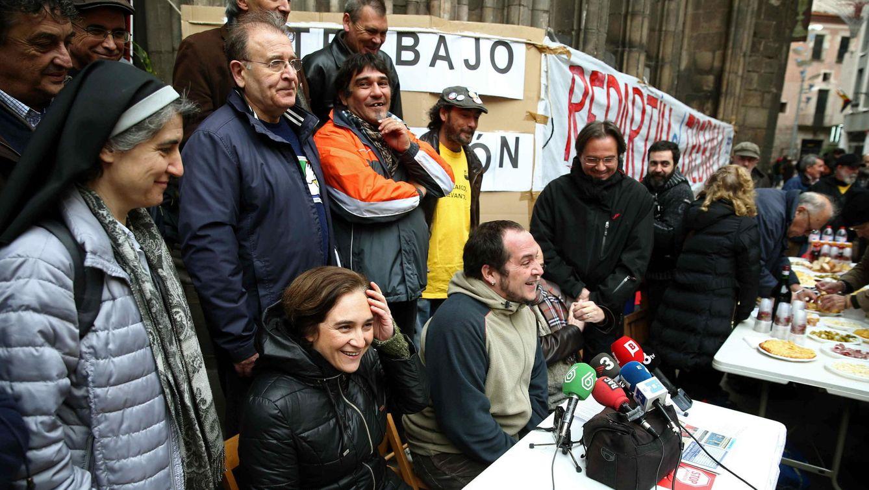 La activista de Procés Constituent Teresa Forcades, Ada Colau (Barcelona en Comú) y el diputado de la CUP, David Fernández. (Efe)