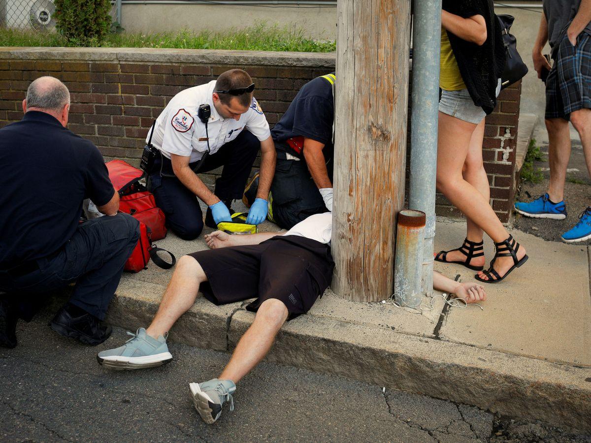 Foto: Atienden por sobredosis a una persona en Boston en medio de la gran crisis de opiáceos que sufre el país.