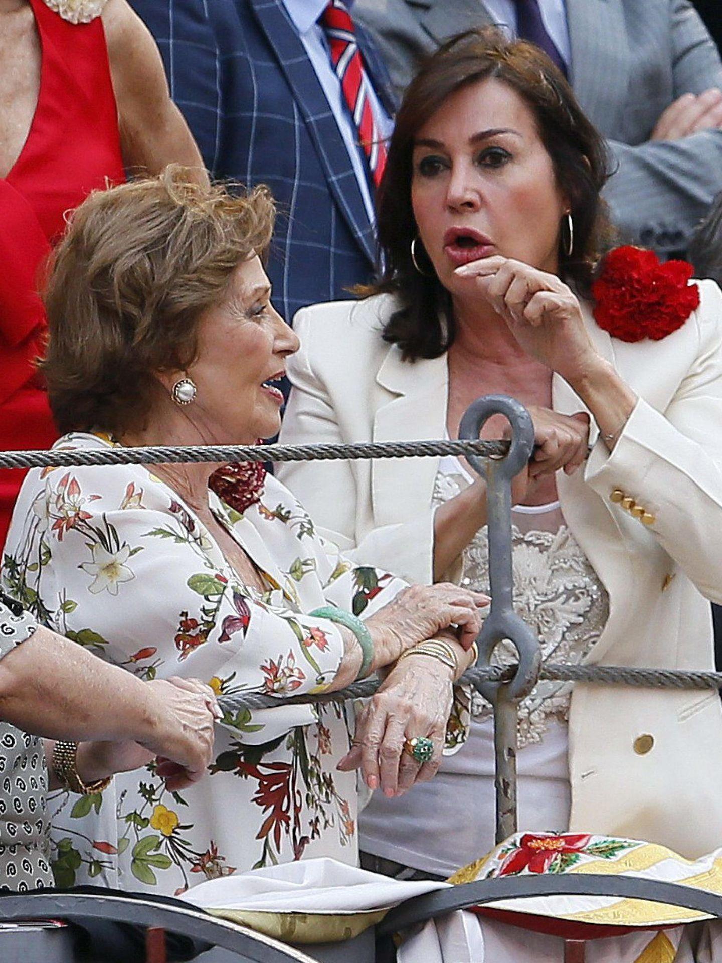 Carmen Martínez-Bordiú y su madre, Carmen Franco, en una imagen de archivo. (EFE)