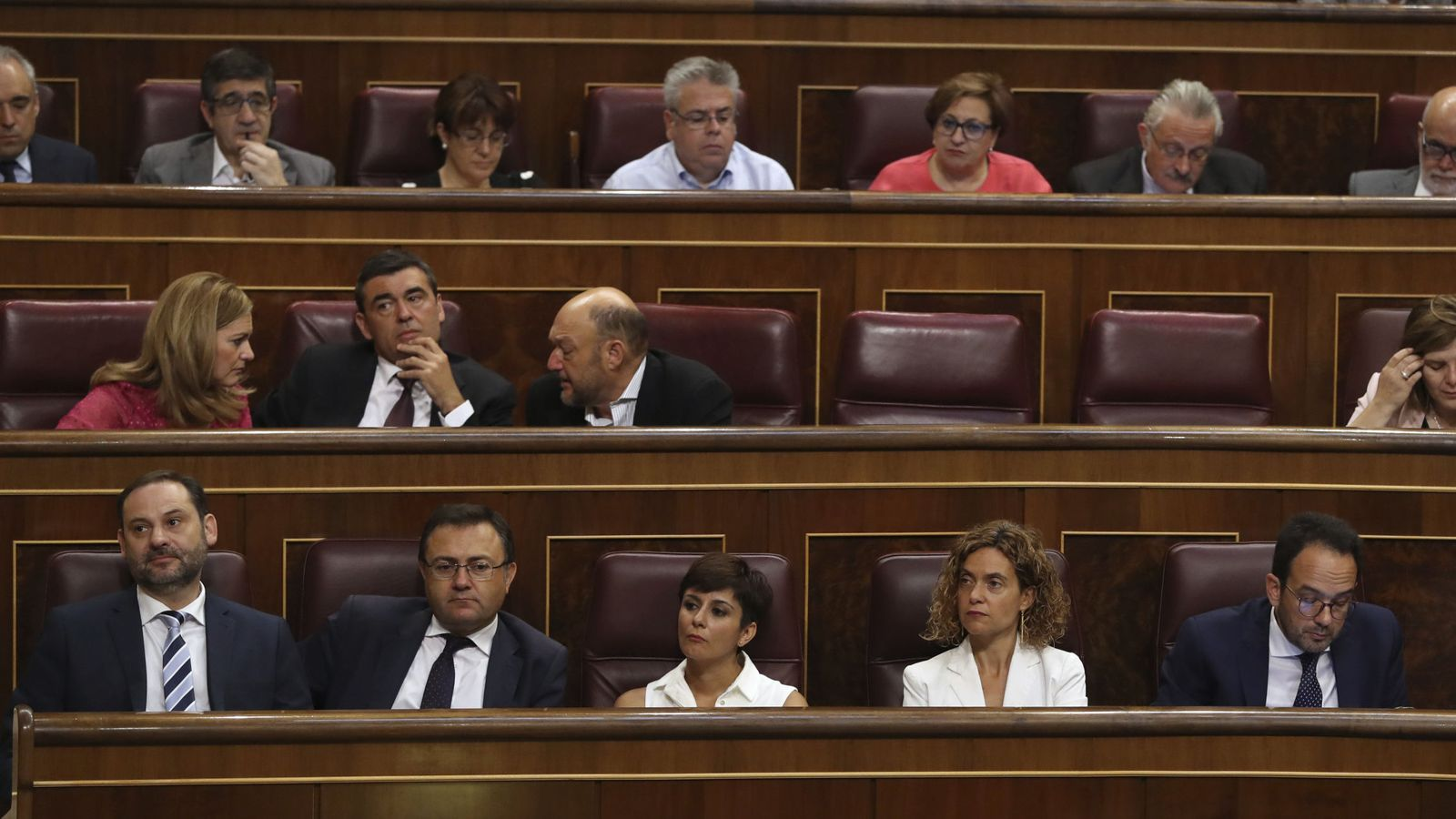 Foto: La bancada socialista, dirigida por el valenciano José Luis Ábalos, durante el debate de la moción de censura, este 13 de junio. (EFE)