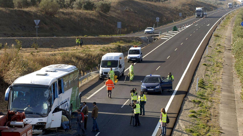 Dos muertos y 13 heridos al chocar un autobús y un camión en Bailén