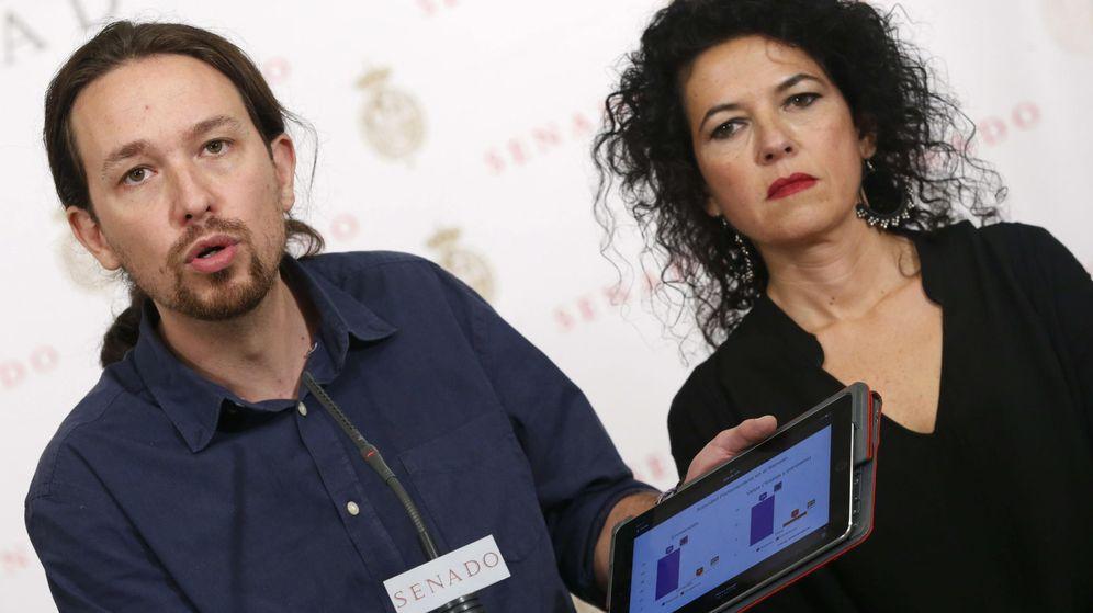 Foto: El secretario general de Podemos, Pablo Iglesias, junto a la senadora de la formación Maribel Mora Grande. (EFE)