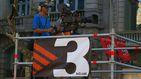 Una reportera de TV3 se camufla en la manifestación de Colón contra Sánchez