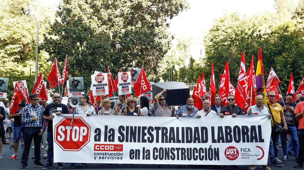 Foto: Manifestación de trabajadores de la construcción por la alta siniestralidad laboral en el sector. (EFE)