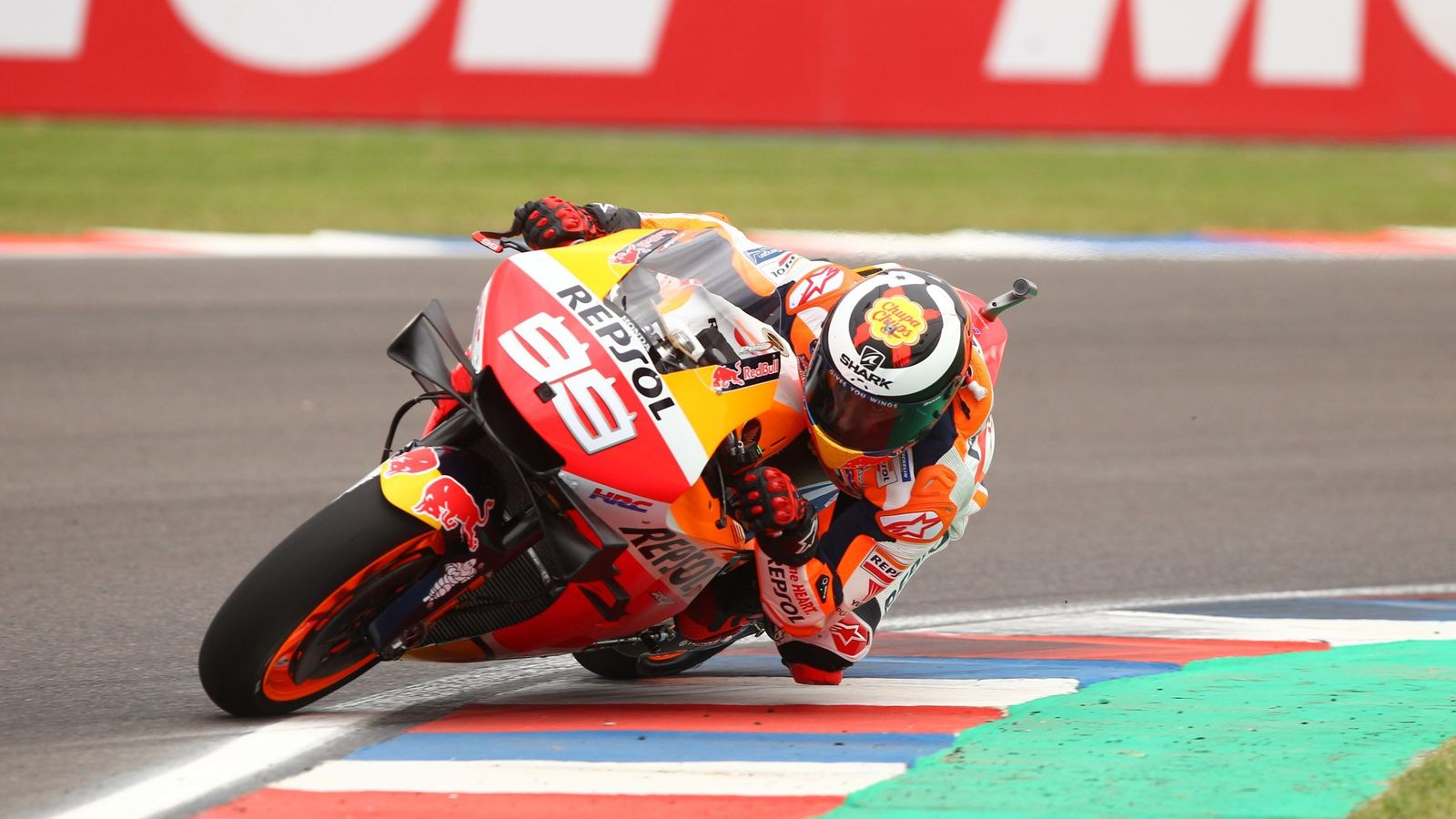 Foto: Jorge Lorenzo traza una curva con su Honda. (EFE)