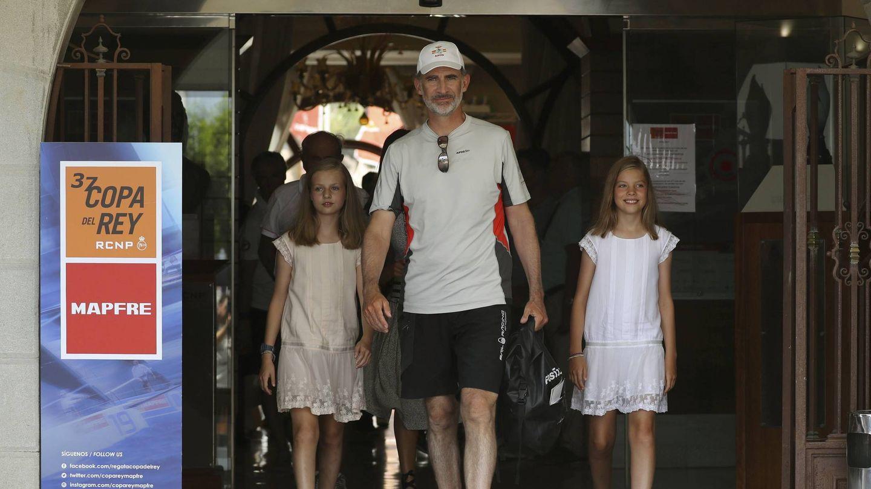 El rey Felipe, reencuentro con sus hijas. (EFE)