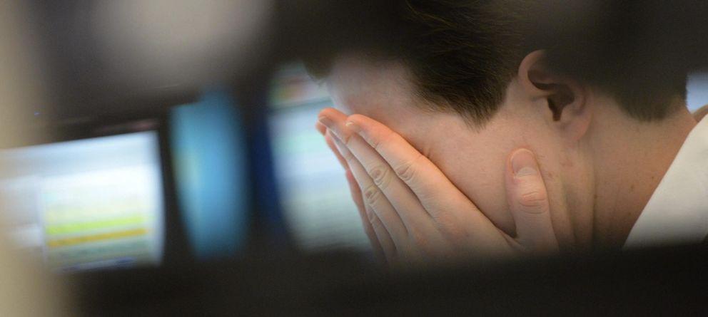 Foto: Un bróker se lleva las manos a la cabeza en la Bolsa de Fráncfort