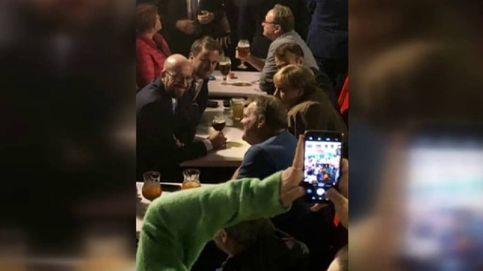 Merkel y Macron se van de cervezas por el centro de Bruselas tras la cumbre sobre el Brexit