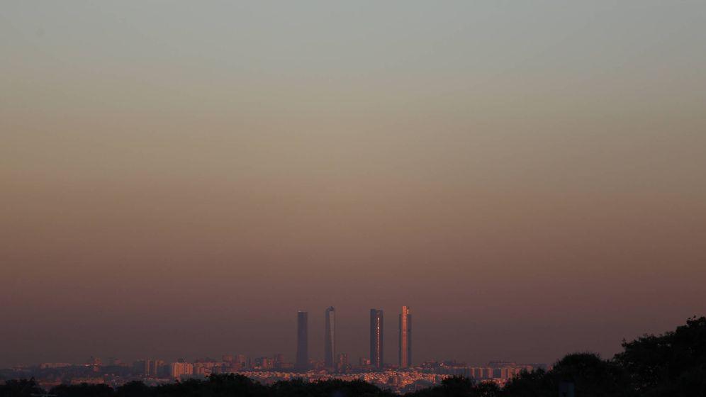 Foto: La boina de polución sobe el cielo de Madrid, vista el pasado 28 de diciembre. (Reuters)