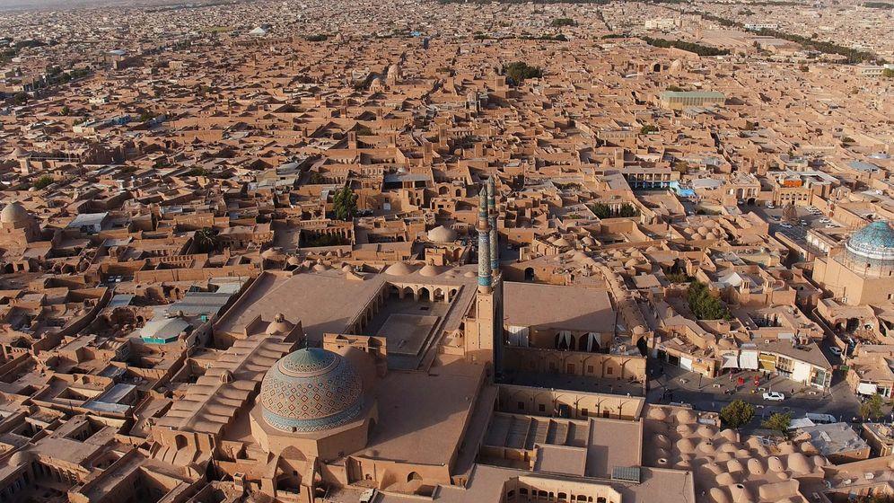 Foto: Yazd, la ciudad en la que se creó el aire acondicionado, en medio del desierto de Irán. (EFE)