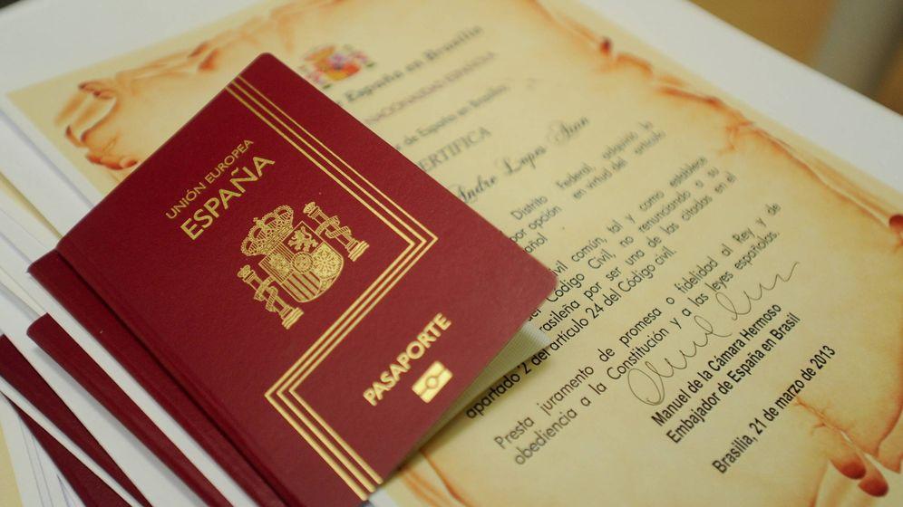 Foto: Entrega de pasaportes a un grupo de brasileños nacionalizados en 2013. (EFE)