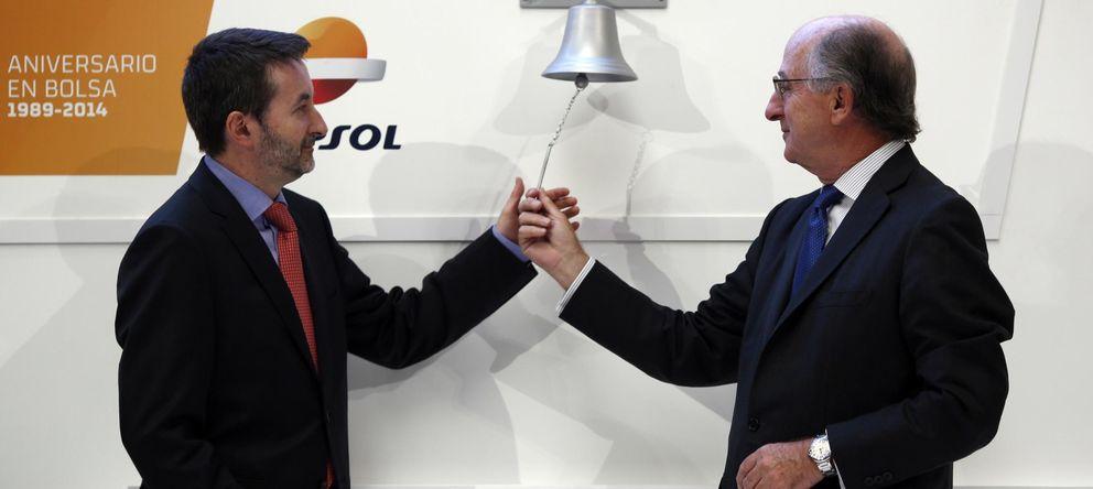 Foto: El presidente de Repsol, Antonio Brufau (d), junto al consejero delegado y expresidente del PNV, Josu Jon Imaz. (Reuters)