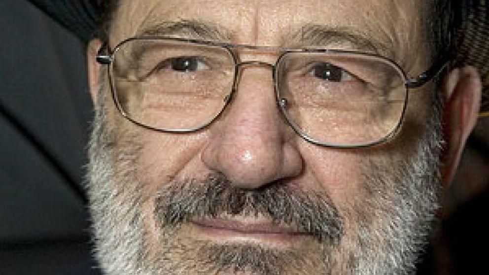 """Umberto Eco: """"A Berlusconi le regalaría 'Lolita'"""""""