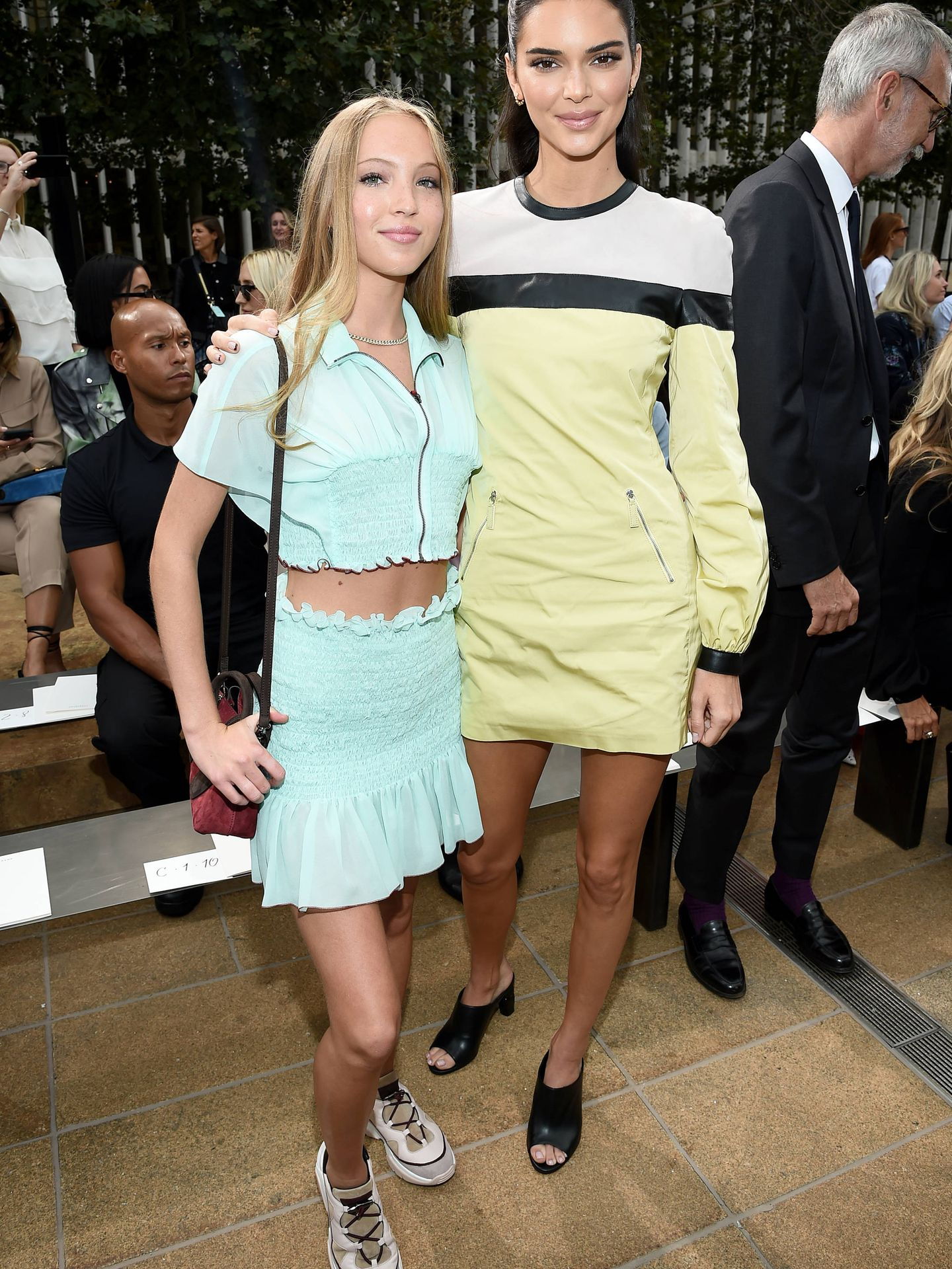 Lila Moss y Kendall Jenner. (Getty)