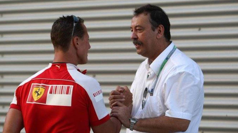 Foto: Joan Villadelprat con Michael Schumacher. Juntos consiguieron los títulos de 1994/95 con Benetton