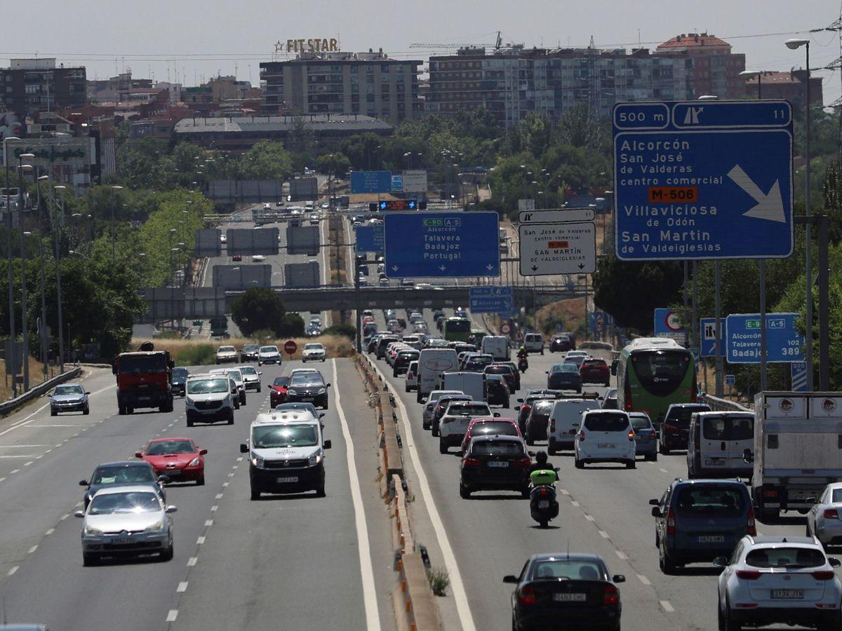 Foto: Vista del tráfico de la A5 el pasado mes de junio. (EFE)