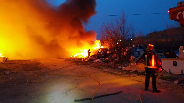 Otro incendio en el Cerro de los Palos ha reavivado la polémica sobre el poblado chabolista. (Pinche para ver el álbum)