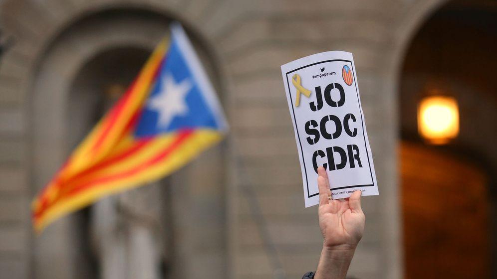 Foto: Un cartel en el que se lee: Yo soy CDR, en Barcelona. (Reuters)