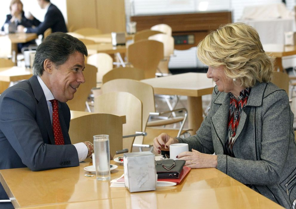 Foto: Aguirre y González, en la cafetería de la Asamblea (EFE)