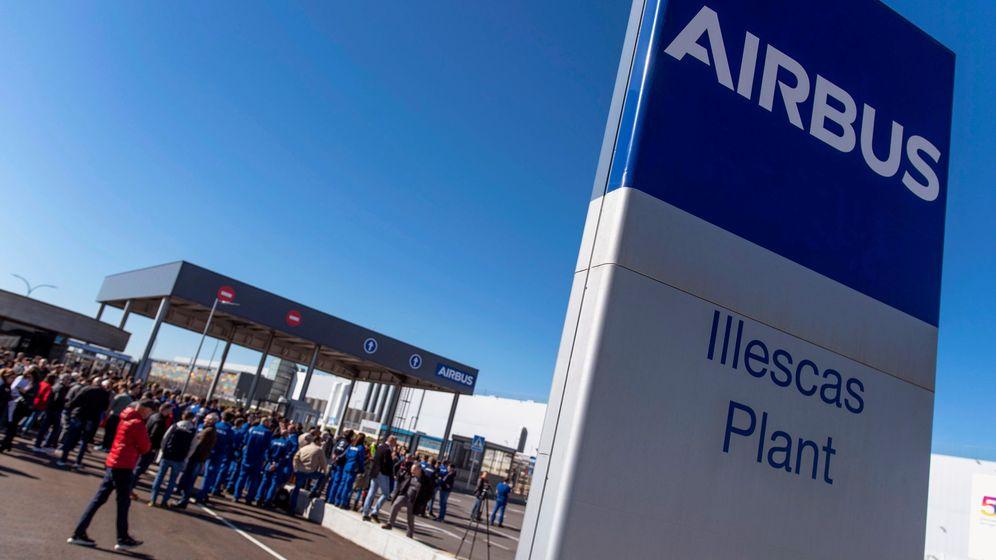 Foto: Concentración convocada por el Comité Intercentros y todos los sindicatos con representación en Airbus España (EFE)