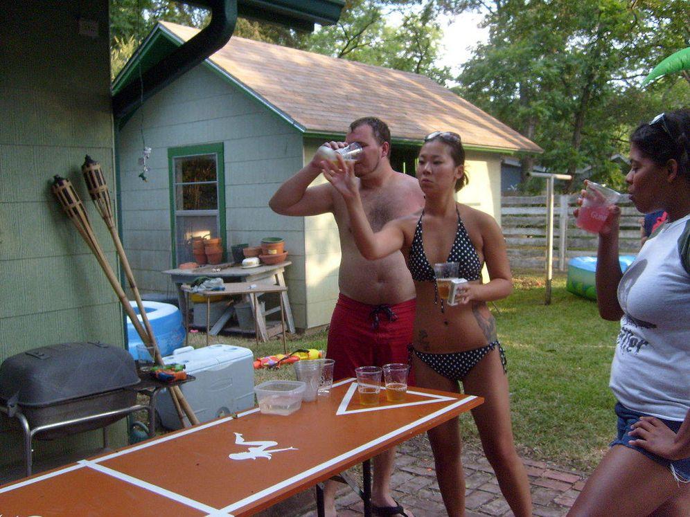 Foto: Jugadores de Beer Pong. (MarkScottAustinTX/Wikipedia)