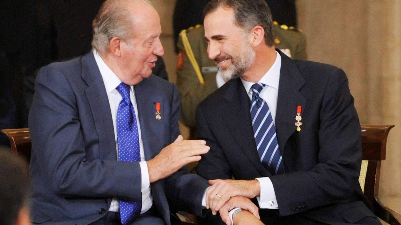 Felipe VI, con su padre, el rey Juan Carlos I. (Getty)
