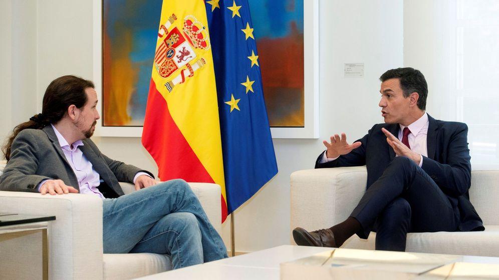 Foto: El presidente del Gobierno en funciones, Pedro Sánchez, durante su reunión en Moncloa con el líder de Podemos, Pablo Iglesias, el pasado 7 de mayo. (EFE)