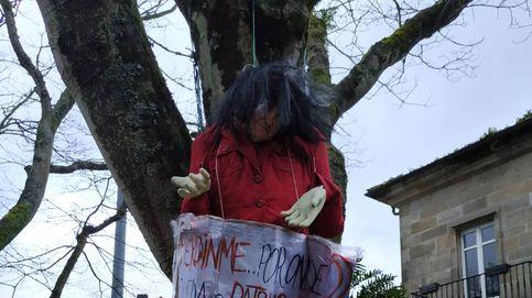 Carmen Calvo rechaza las amenazas tras aparecer una muñeca ahorcada con su cara