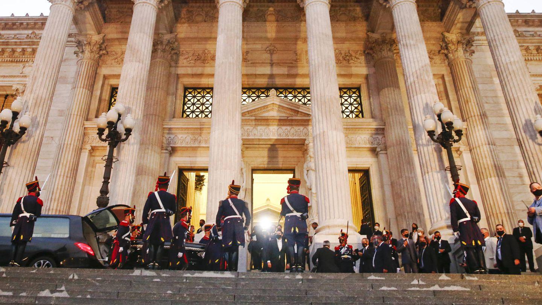 Los restos de Carlos Menem llegando al Congreso argentino. (Getty)