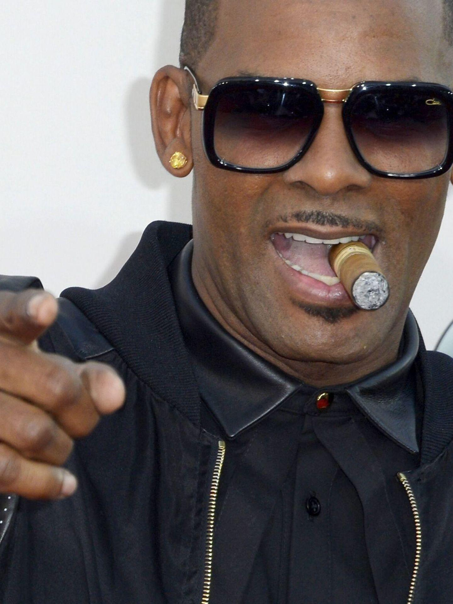 R. Kelly, en una imagen de archivo de 2013 en los American Music Awards. (EFE)
