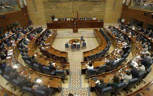 Hermanos, exmujeres y hasta secretarias en la Asamblea regional